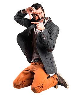 Man van Companyboxx die een foto gebaar maakt met zijn handen