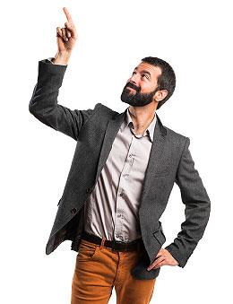 Man van Companyboxx wijst naar de knop om een demo of informatie aan te vragen