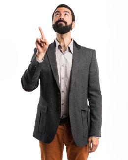 Man van Companyboxx wijst naar de knop aanvragen informatie voor groothandels